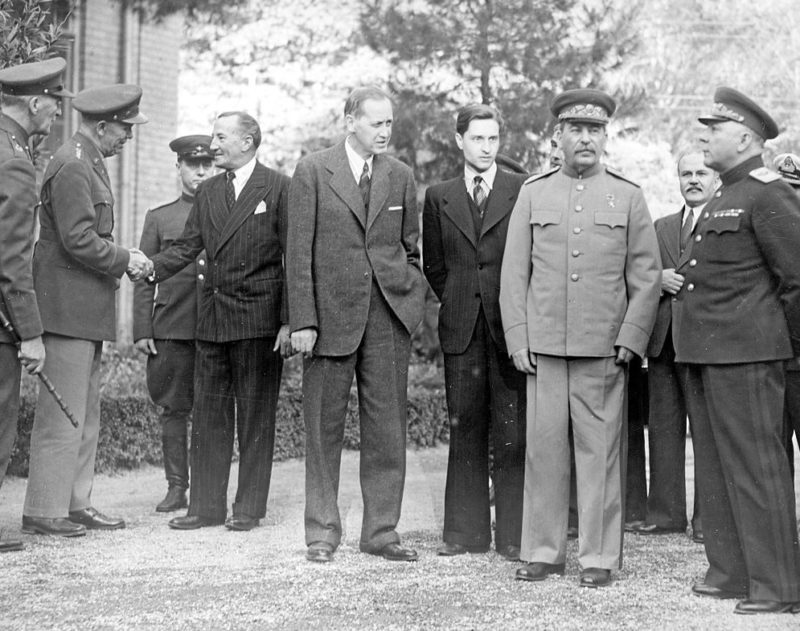 Тегеранская конференция. Ворошилов, Сталин, Гарри Хопкинс, Арчибальда Кларка и Джорджа Маршалл. Тегеран, Декабрь 1943 г.