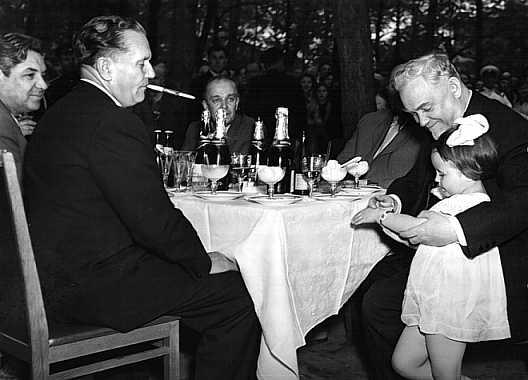 И.Броз-Тито и Н.А. Булганин в Летнем саду Ленинграда. 1956 г.