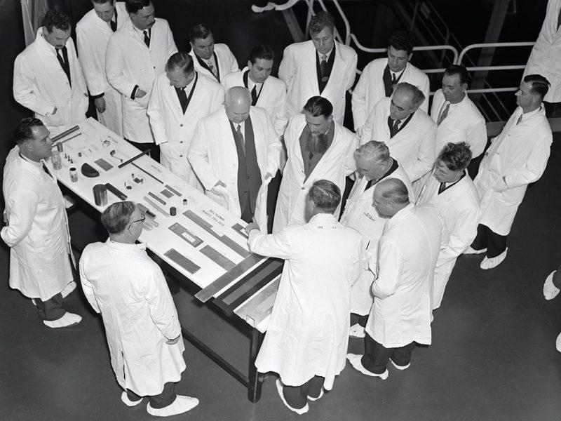Хрущев и Булганин с визитом у Игоря Курчатова. Апрель 1956 г.
