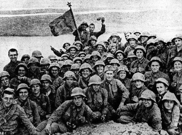 Красноармейцы после завершения боёв. 1938 г.