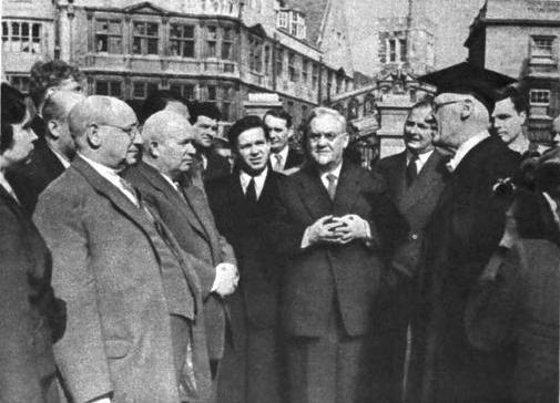 Н.А. Булганин и Н.С. Хрущев в Оксфордском университете. Апрель 1956 г.