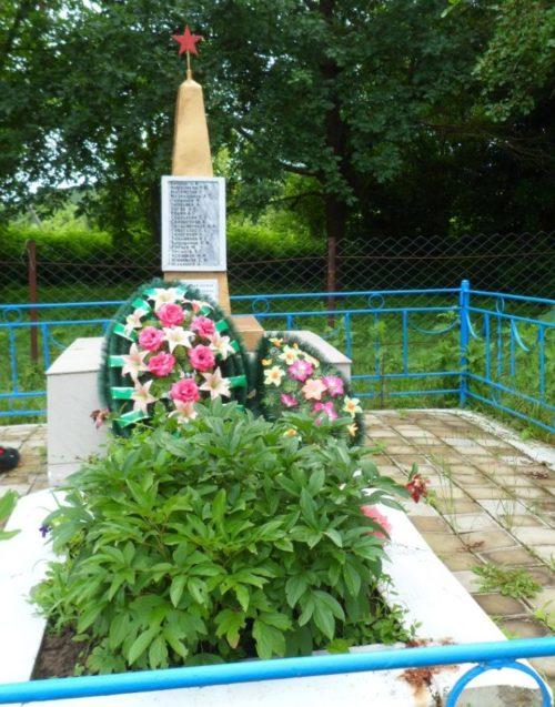 х. Хабль Абинского р-на. Памятник по улице Южной, установленный на братской могиле советских воинов, погибших в годы войны.
