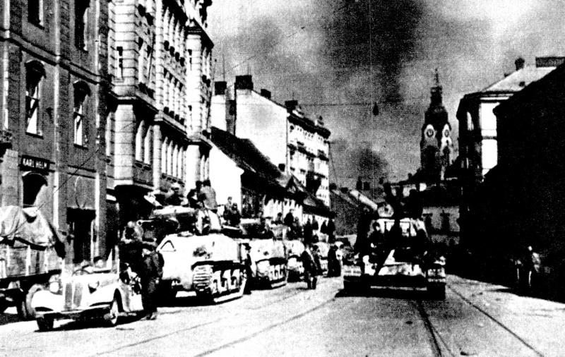 Войска 2-го Украинского фронта в освобожденном городе Брно. Апрель 1945 г.