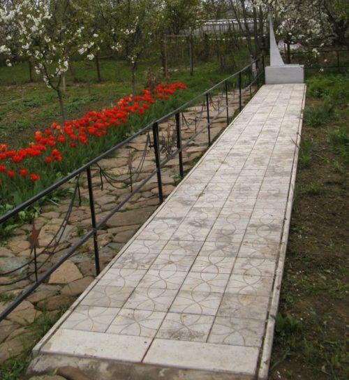 ст-ца. Холмская Абинского р-на. Памятник по улице Каменеческой, установленный на братской могиле советских воинов.