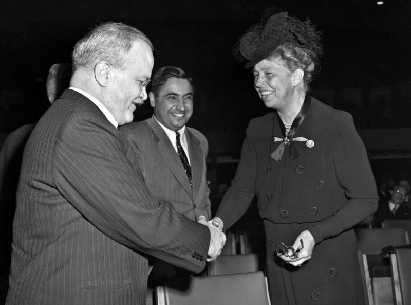 Молотов общается с Элеонорой Рузвельт на первой Генеральная Ассамблея ООН. Октябрь 1946 г.
