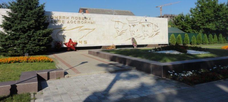г. Анапа. Мемориал на пересечении улиц Ленина и Советской был установлен в 1973 году на месте захоронения воинов умерших в госпитале.