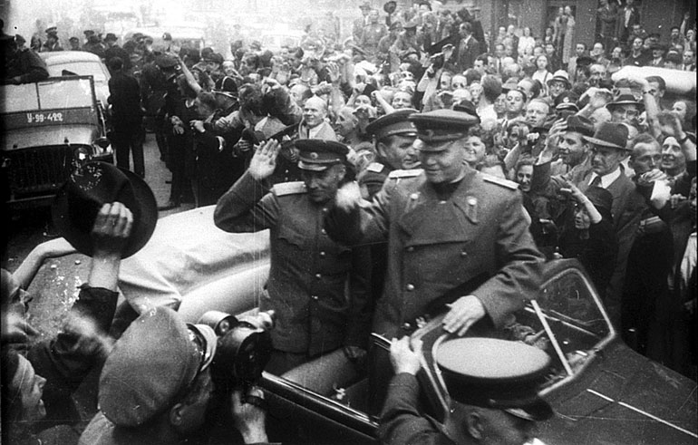 Жители Праги приветствуют маршала И.С. Конева. Май 1945 г.