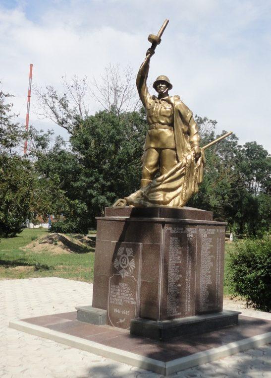 ст-ца Благовещенская Анапского округа. Памятник в переулке Комсомольский, установленный на братской могиле советских воинов.