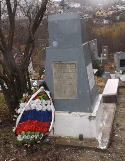 с. Варваровка Анапского округа. Памятник на кладбище по улице Десантной, установленный на братской могиле советских воинов и мирных жителей, погибших в боях и казненных фашистами.