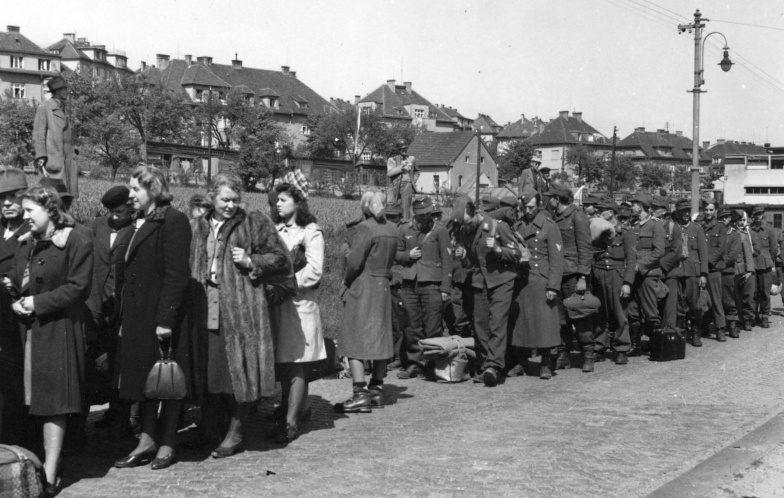 Судетские немцы и пленные немецкие солдаты перед расстрелом. Май 1935 г.