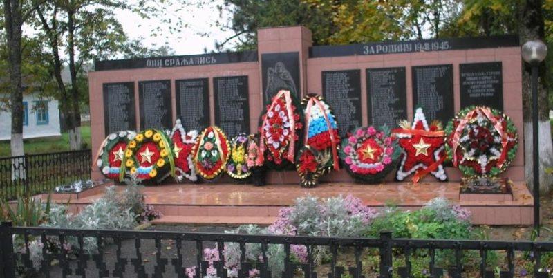 ст-ца. Нижегородская Апшеронского р-на. Памятник по улице Центральной 45, установленный на братской могиле советских воинов.
