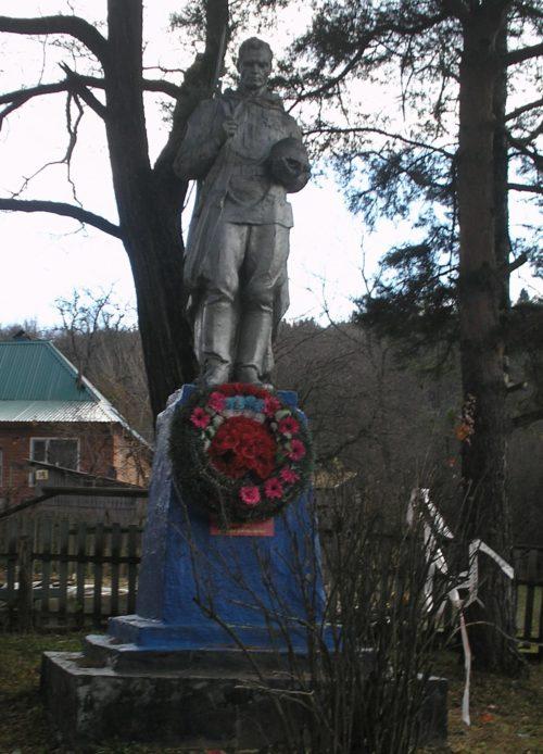 ст-ца. Темнолесская Апшеронского р-на. Памятник, установленный на братской могиле советских воинов.
