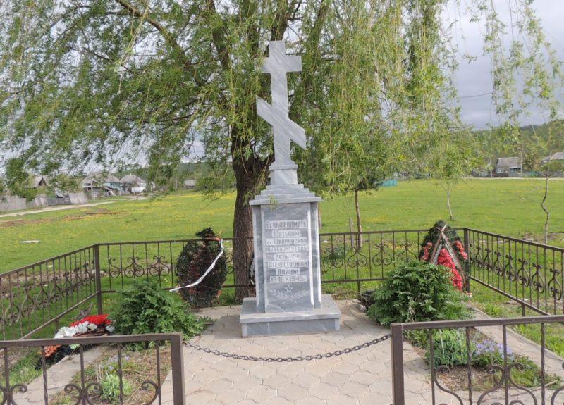 ст-ца. Ширванская Апшеронского р-на. Памятник по улице Советской, установленный на братской могиле советских воинов.