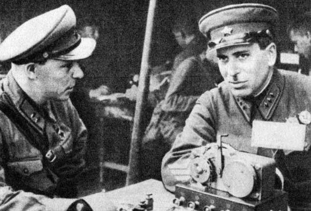 Ф.А. Семёновский и Г.М. Штерн во время сражения у озера Хасан. 1939 г.