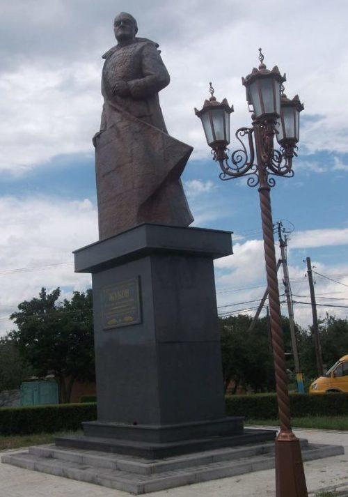 г. Армавир. Памятник Маршалу Советского Союза Г.К.Жукову.