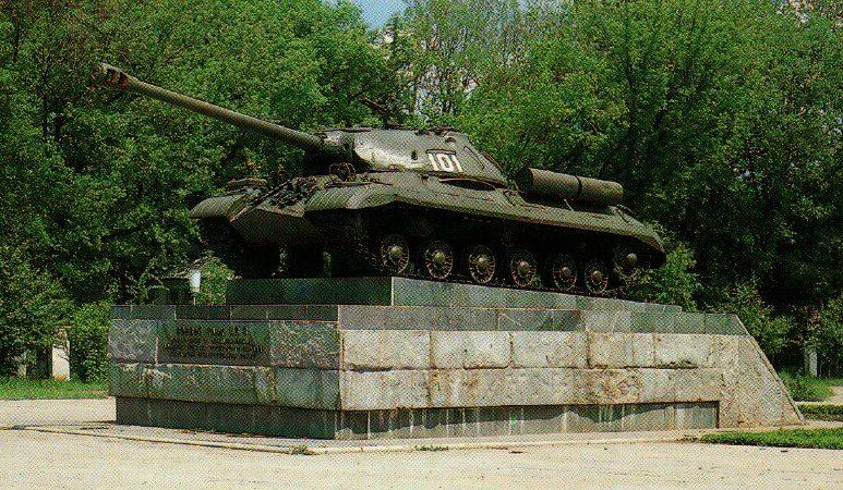 г. Армавир. Танк ИС-3, установленный в честь 40-летия Победы советского народа в Великой Отечественной войне.