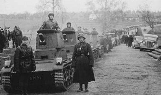 Литовский бронеотряд на марше. Октябрь 1939 г.
