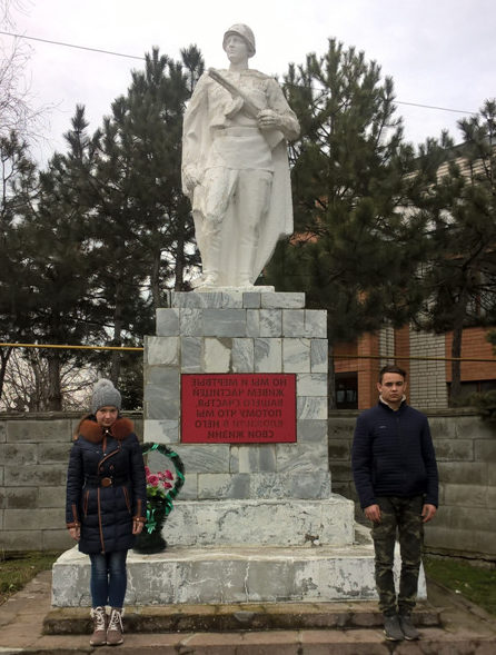 с. Пушкинское Гулькевичского р-на. Памятник по улице Советской 220, установленный на братской могиле, в которой похоронено 11 советских воинов.