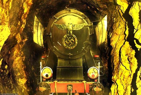 «Золотой поезд» глазами художника.