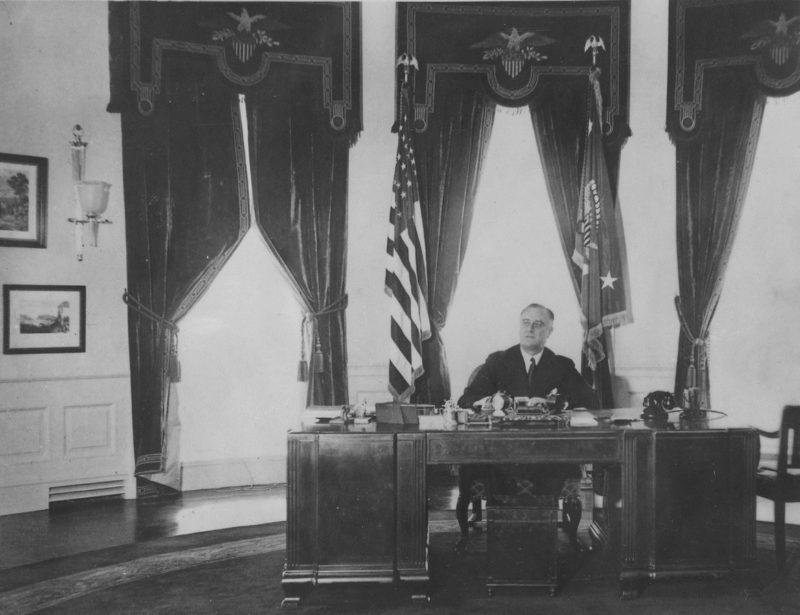 Франклин Рузвельт в Овальном кабинете.