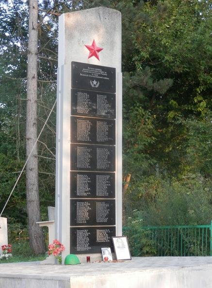 х. Эриванский Абинского р-на. Памятник на кладбище в честь погибших земляков.