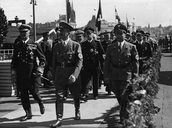 Адольф Гитлер и регент Венгрии Миклош Хорти. Гамбург, апрель 1939 г.