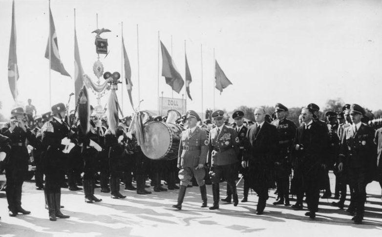 Почетный караул встречает Чемберлена, Даладье, Гитлера и Муссолини. Мюнхен, 29 сентября 1938 г.