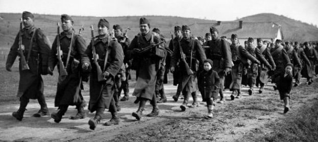 Венгерская армия вторгается в Словакию.