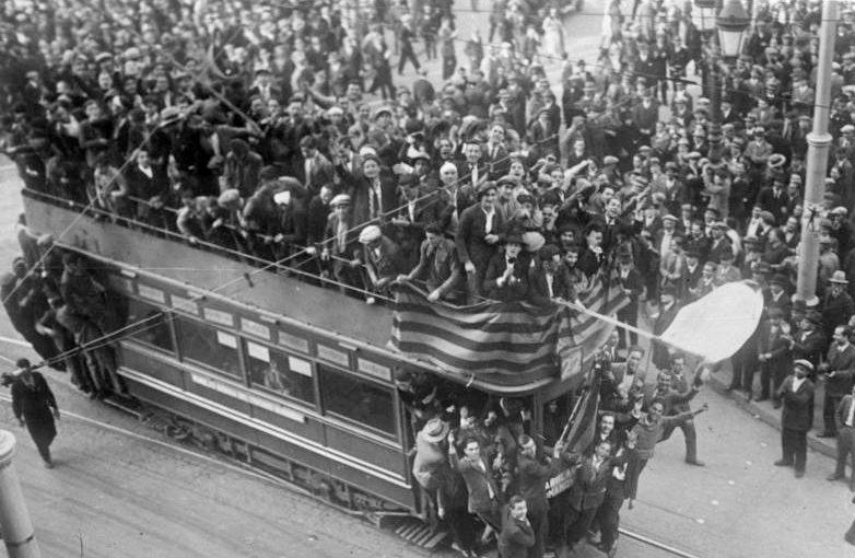 Торжества по случаю свержения монарха. Барселона, 14 апреля 1931 г.