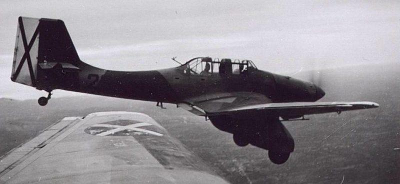 Бомбардировщик «Junkers -87A» с маркировкой Легиона «Кондор».
