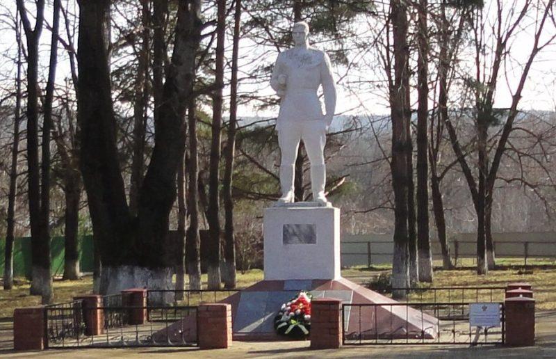 ст-ца. Азовская, Северского р-на. Памятник воинам, погибшим в годы войны.