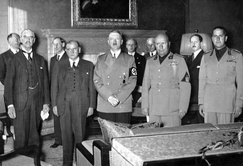 Подписанты Мюнхенского соглашения: Чемберлен, Даладье, Гитлер, Муссолини и Чиано.