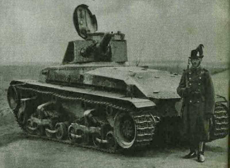 Венгерский жандарм у брошенного словацкого танка.