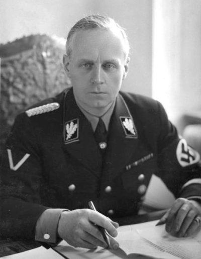 Глава немецкой делегации Йоахим фон Риббентроп.