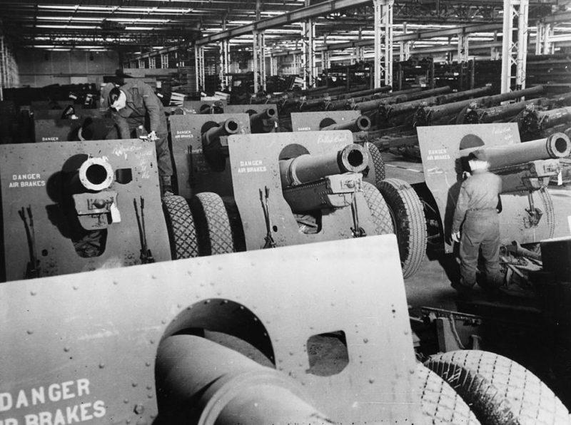 Американские 155-миллиметровые гаубицы на пути в Англию в качестве ленд-лиза. 1941 г.