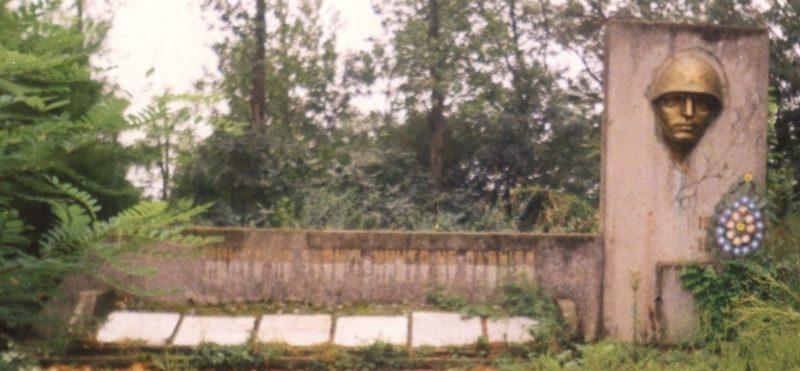 х. Ананьевский, Северского р-на. Памятник землякам, погибшим в годы войны.