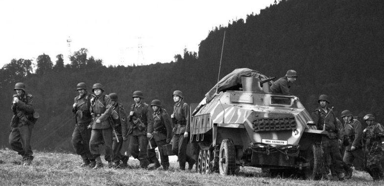 Немецкие каратели в горах на подавлении восстания. Октябрь 1944 г.