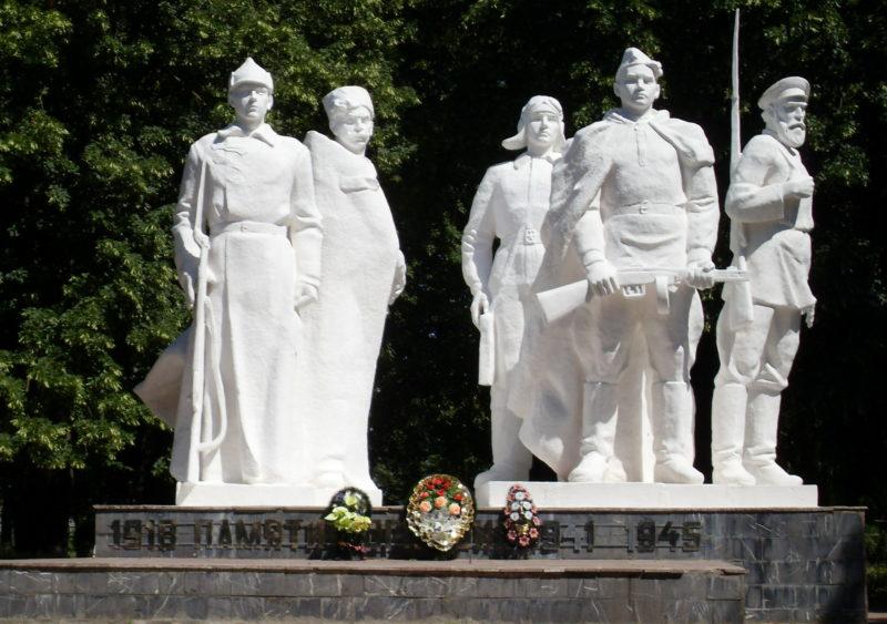 ст-ца. Дмитриевская Кавказского р-на. Памятник односельчанам, установленный по улице Фрунзе 2б.