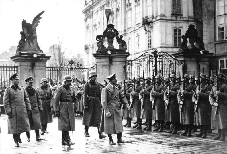 Адольф Гитлер в Праге. 16 марта 1939 г.