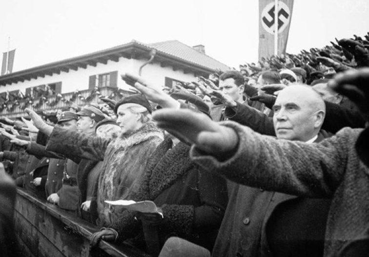 Трибуны с «неполитизированными» зрителями в Гармиш-Партенкирхен.