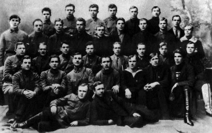 Василевский (в третьем ряду третий слева). Актив Осоавиахима города Твери. 1926 г.
