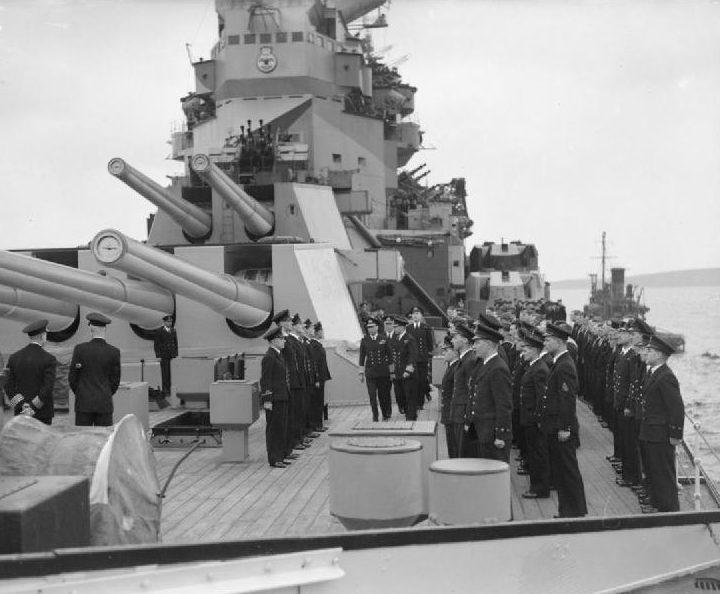 Король на линкоре «Howe ». 1945 г.
