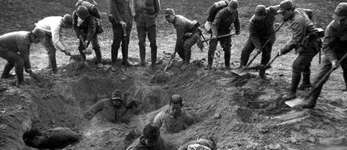 Японцы заживо хоронят китайцев.