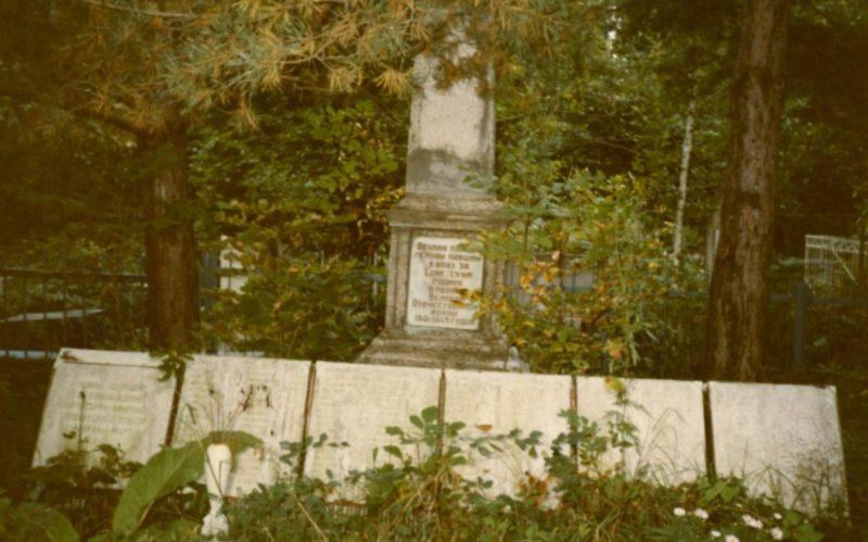 п. Афипский Северского р-на. Памятник на воинском кладбище, где похоронено 697 советских воинов.