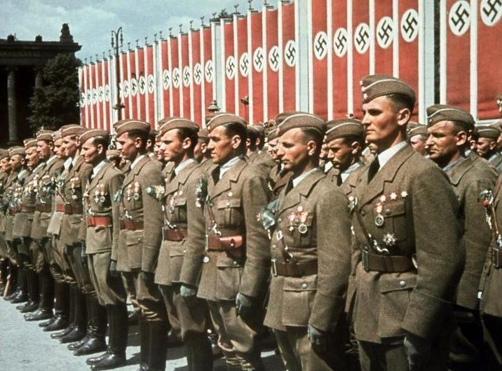 «Добровольцы» Легиона «Кондор» у Брандербурских ворот.
