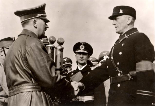 Гитлер приветствует руководителя местных нацистов Каймана. 24 марта 1939 г.