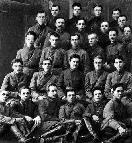 Комполитсостав 143-го полка. А. М. Василевский крайний справа во втором ряду. 1928 г.