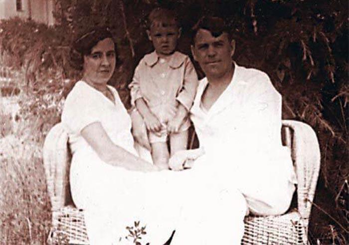 Василевский с женой Екатериной и сыном Игорем. 1937 г.