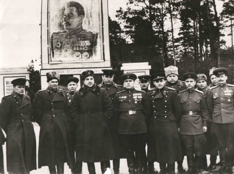 Абакумов среди подчиненных. 1946 г.