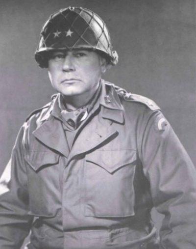 Генерал-майор Гарри Дж. Коллинз – один из главных «пользователей» еврейскими ценностями.